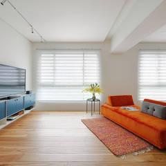 Salas / recibidores de estilo  por 六相設計 Phase6