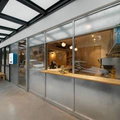 Sunlight 天光為伴:  辦公室&店面 by 六相設計 Phase6, 隨意取材風