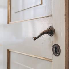 Pintu oleh studio lenzi e associati, Klasik