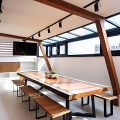 Terrazas  de estilo  por 舍子美學設計有限公司