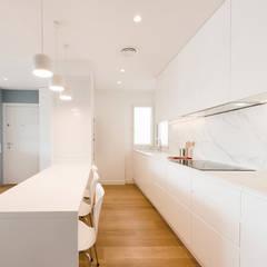 ATICO AZUL BARCELONA: Cocinas de estilo  de LF24 Arquitectura Interiorismo