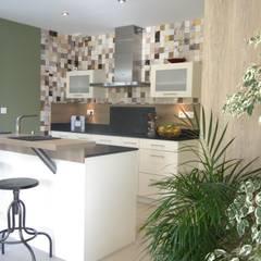 ÉCRIN DE DOUCEUR: Petites cuisines de style  par MIINT - design d'espace & décoration, Scandinave