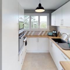 CHIC PARTAGÉ: Petites cuisines de style  par MIINT - design d'espace & décoration