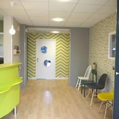 Clínicas de estilo  por MIINT - design d'espace & décoration