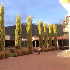 VENTA CASA EN CONDOMINIO GARIGUA CAJICA: Jardines frontales de estilo  por INMOBILIAR Bienes Raíces