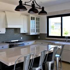 Casa Misión la cañada : Cocinas equipadas de estilo  por Argon Arquitectos