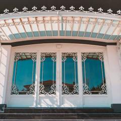 Ramez Ferforje Sanat Atölyesi – Ferforje Bahçe Kapıları / Wrought iron doors:  tarz Ön avlu