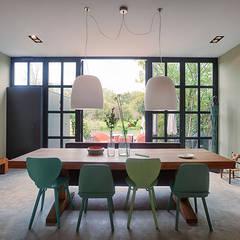 Herenhuis verbouwing & inrichting:  Eetkamer door StrandNL architectuur en interieur