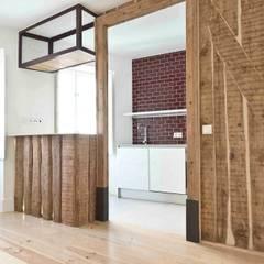 Apartamento T1 São Bento: Cozinhas  por EU LISBOA