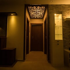 2 BED ROOM IN NIKOO HOMES AND 2.5 IN MIMS BANGALORE.:  Corridor & hallway by SSDecor