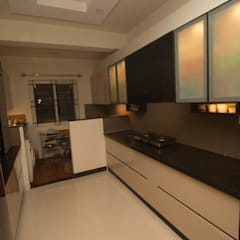 2 BED ROOM IN NIKOO HOMES AND 2.5 IN MIMS BANGALORE.:  Built-in kitchens by SSDecor