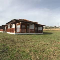 CASA PUENTESIN: Casas campestres de estilo  por cesar sierra daza Arquitecto