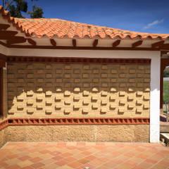 CASA SACHICA: Casas campestres de estilo  por cesar sierra daza Arquitecto