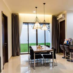 Renovatio For BSD Residence at De.Green: Ruang Makan oleh Total Renov Studio,