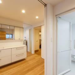 re.haus-tn 洗面室: 一級建築士事務所hausが手掛けた浴室です。