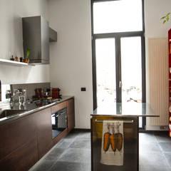 Cucina a Bruxelles: Cucina in stile  di SteellArt