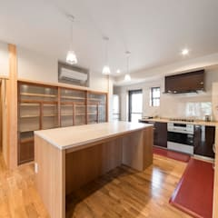 Muebles de cocinas de estilo  por 株式会社菅野企画設計, Asiático Madera Acabado en madera
