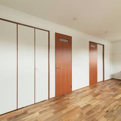 K-HOUSE: ELD INTERIOR PRODUCTSが手掛けた子供部屋です。,モダン 無垢材 多色