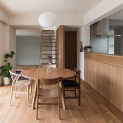 上和田町のいえ: 安江怜史建築設計事務所が手掛けたダイニングです。