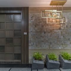 :  Corridor & hallway by F.Quad Architecture and Interior Design Studio,Modern
