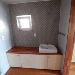 파주 당하리 [고울 연] 주택: 나무집협동조합의  욕실,미니멀