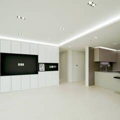 아이들도 좋아하는 투톤하우스_웰카운티49PY 인테리어: 디자인 아버의  거실,모던