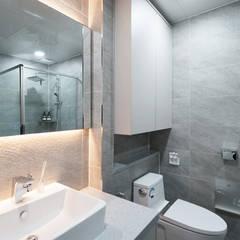 아이들도 좋아하는 투톤하우스_웰카운티49PY 인테리어: 디자인 아버의  욕실,모던