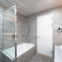 아이들도 좋아하는 투톤하우스_웰카운티49PY 인테리어: 디자인 아버의  욕실