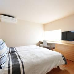 春日部の住宅: 大野三太建築設計事務所一級建築士事務所が手掛けた寝室です。