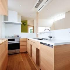 Cocinas equipadas de estilo  por 大野三太建築設計事務所一級建築士事務所