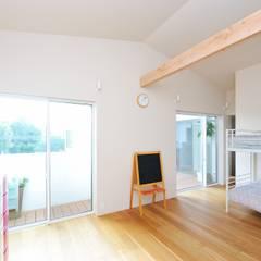 春日部の住宅: 大野三太建築設計事務所一級建築士事務所が手掛けた子供部屋です。