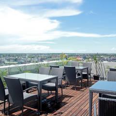 Neo Aston Pontianak: Hotels oleh PHL Architects,
