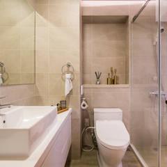 飯店浴室:  浴室 by 解構室內設計,