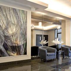 Entrée immeuble: Couloir et hall d'entrée de style  par Intérieur Essentiel,