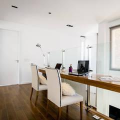 Casa en Las Golondrinas Barrio Privado: Estudios y oficinas de estilo  por Estudio Machelett