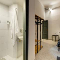 Baños de estilo  por Creattiva Home ReDesigner  - Consulente d'immagine immobiliare