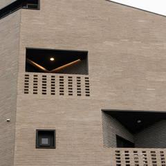 시흥시 배곧(정왕동 2450) 상가주택: AAG architecten의  조립식 주택