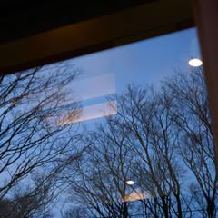 ミナトデザイン1級建築士事務所의  목제 창문