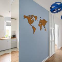 Przytulność w skandynawskich barwach: styl , w kategorii Korytarz, przedpokój zaprojektowany przez IDeALS | interior design and living store