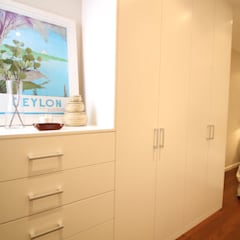 Home Staging Nena Casas: Vestidores de estilo  de Obra de Eva