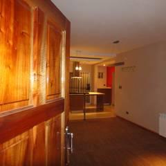 WALTZ HOUSE: Pasillos y recibidores de estilo  por GR Arquitectura,Moderno Madera Acabado en madera