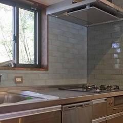 西御門の家: 湘南建築工房 一級建築士事務所が手掛けたキッチンです。