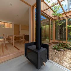 明石の家 house in akashi: arbolが手掛けた廊下 & 玄関です。