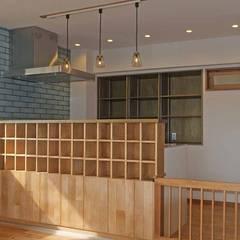 愛犬と暮らす中古マンション: 湘南建築工房 一級建築士事務所が手掛けたキッチンです。