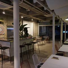 카페 인테리어 CAFE INTERIOR_부산인테리어: 감자디자인의  다이닝 룸