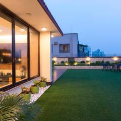 Modern balcony, veranda & terrace by VCJ DESIGNS Modern