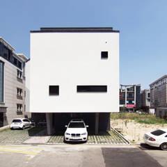 milk house: SPACEPRIME ARCHITECTURE의  다가구 주택