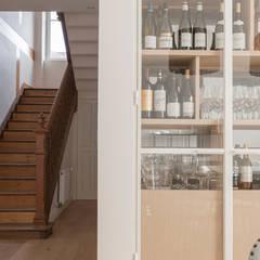 Réaménagement d'une maison : Escalier de style  par Trace & Associes architecture