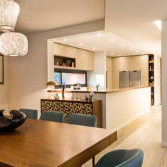Moradia em Viseu - SHI Studio Interior Design: Salas de jantar  por SHI Studio, Sheila Moura Azevedo Interior Design,Moderno