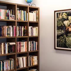 Escritório - Moradia em Viseu - SHI Studio Interior Design: Escritórios e Espaços de trabalho  por SHI Studio, Sheila Moura Azevedo Interior Design
